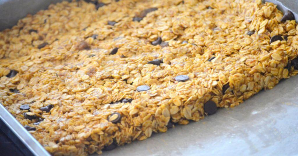 pumpkin granola bars in pan