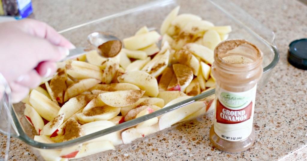 adding cinnamon to apples