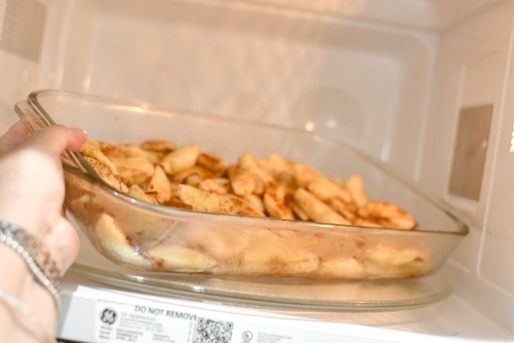 placing cinnamon apples in the microwave