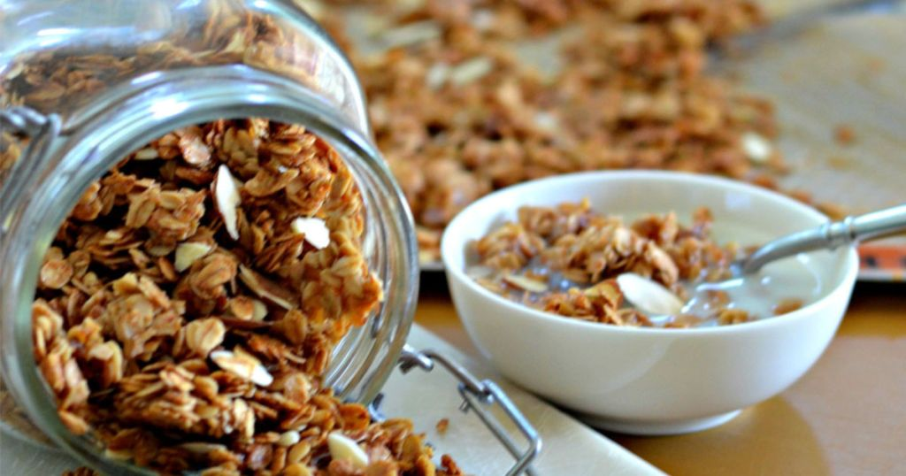 Homemade vanilla almond granola recipe