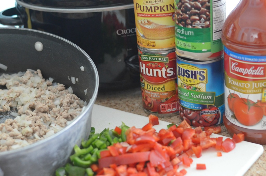 making pumpkin chili for the slow cooker