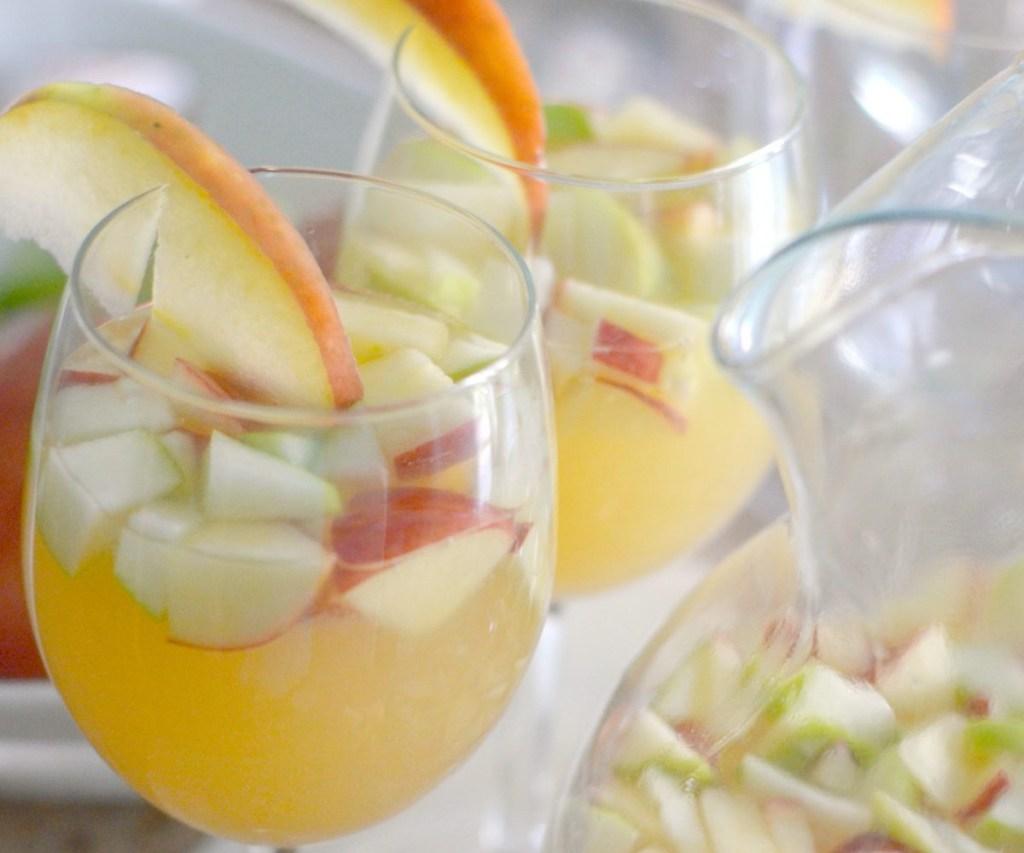 apple cider sangria glasses