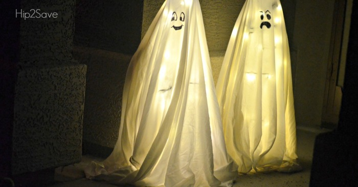 Halloween Ghosts made from Tomato Cages?! Yes, Really.