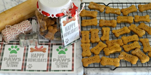 "Homemade Dog Treats Recipe with FREE Printable ""Happy Howlidays"" Gift Tags"