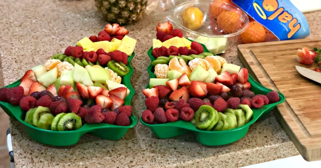 easy christmas tree fruit tray using cake pan