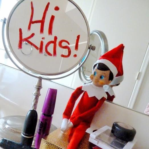 elf-on-the-shelf-playing-in-makeup