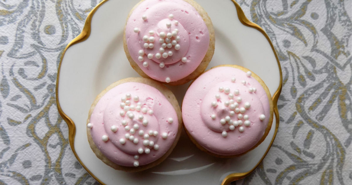 yummy champagne cupcakes (one of two variations) are fun for a new years eve party – arranged on a plate