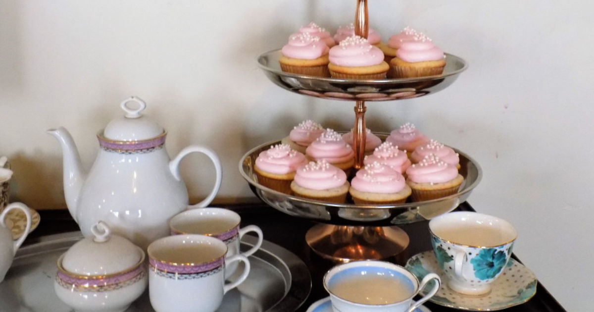 easy champagne cupcakes on a tiered serving tray