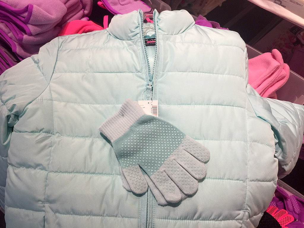 puffer-jacket-and-gloves