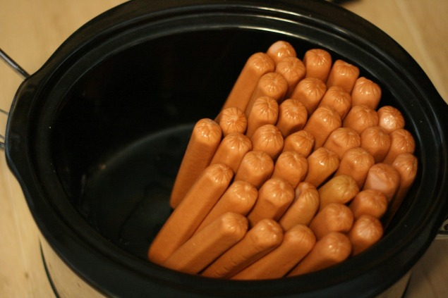 Super Bowl Hot Dogs in the Slow Cooker