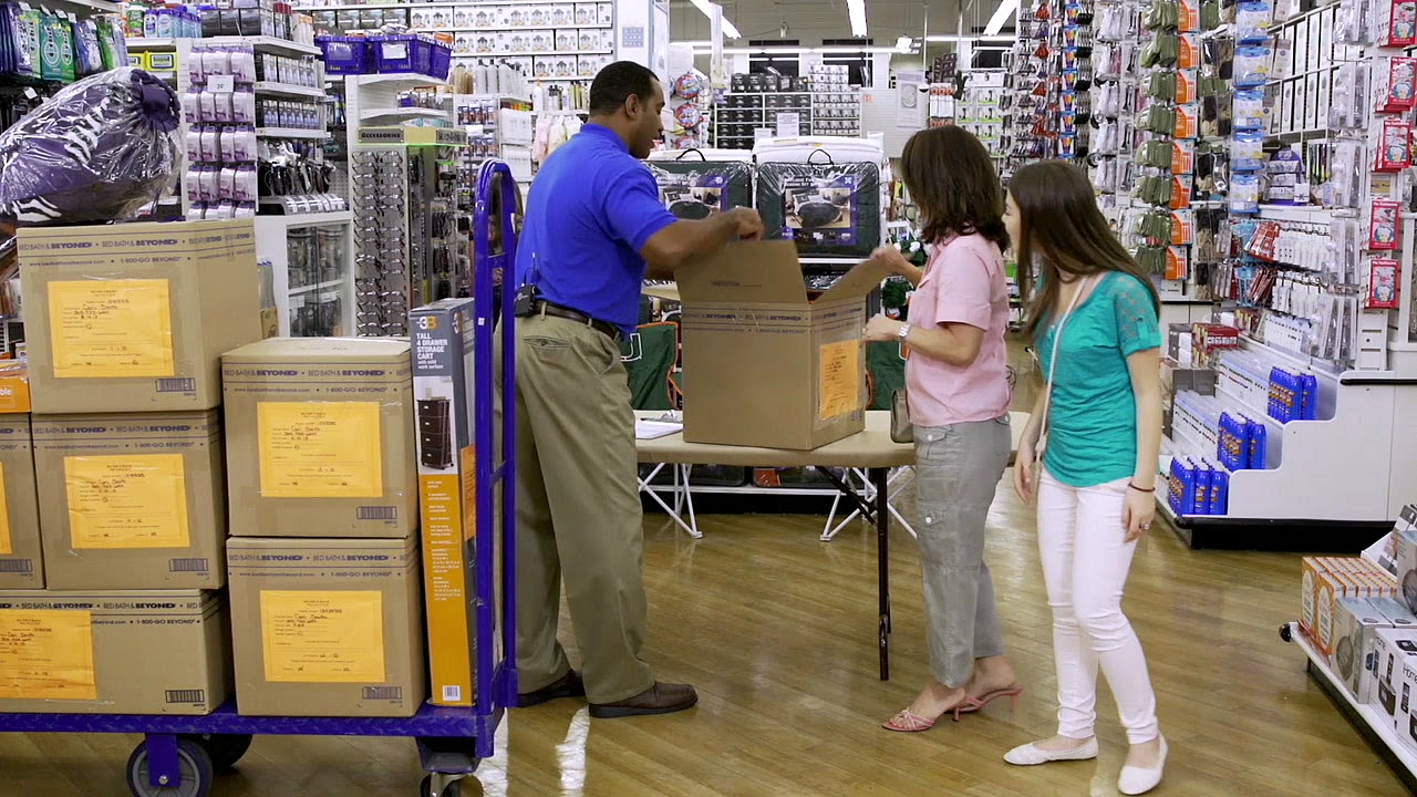 17 bed bath beyond money saving secrets - getting help from a store team member