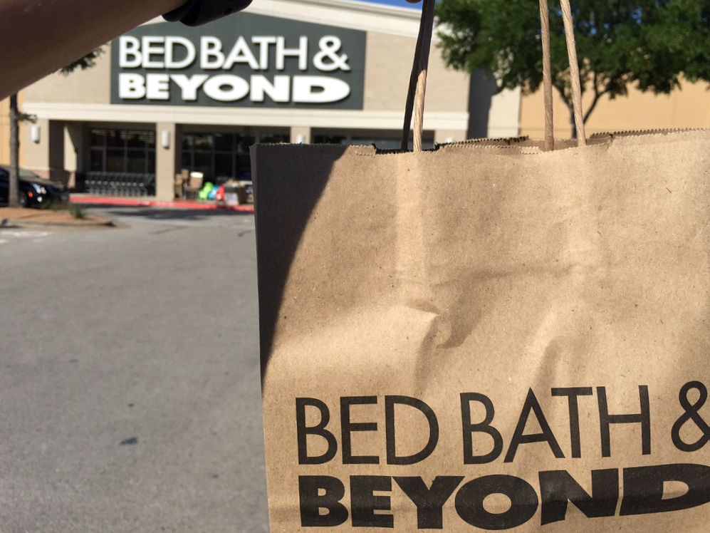 17 bed bath beyond money saving secrets - a shopping bag outside of the storefront