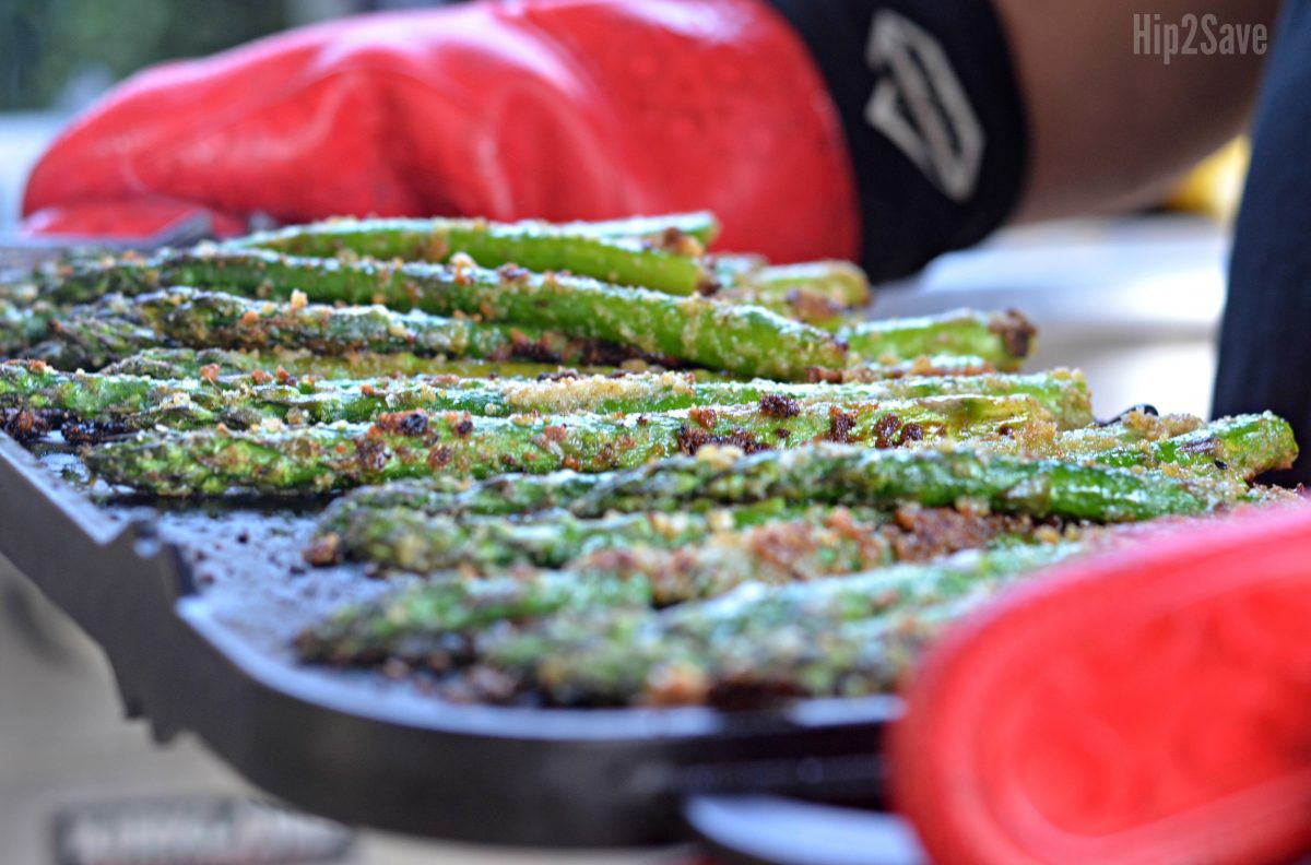 asparagus recipe with parmesan on the tray after grilling