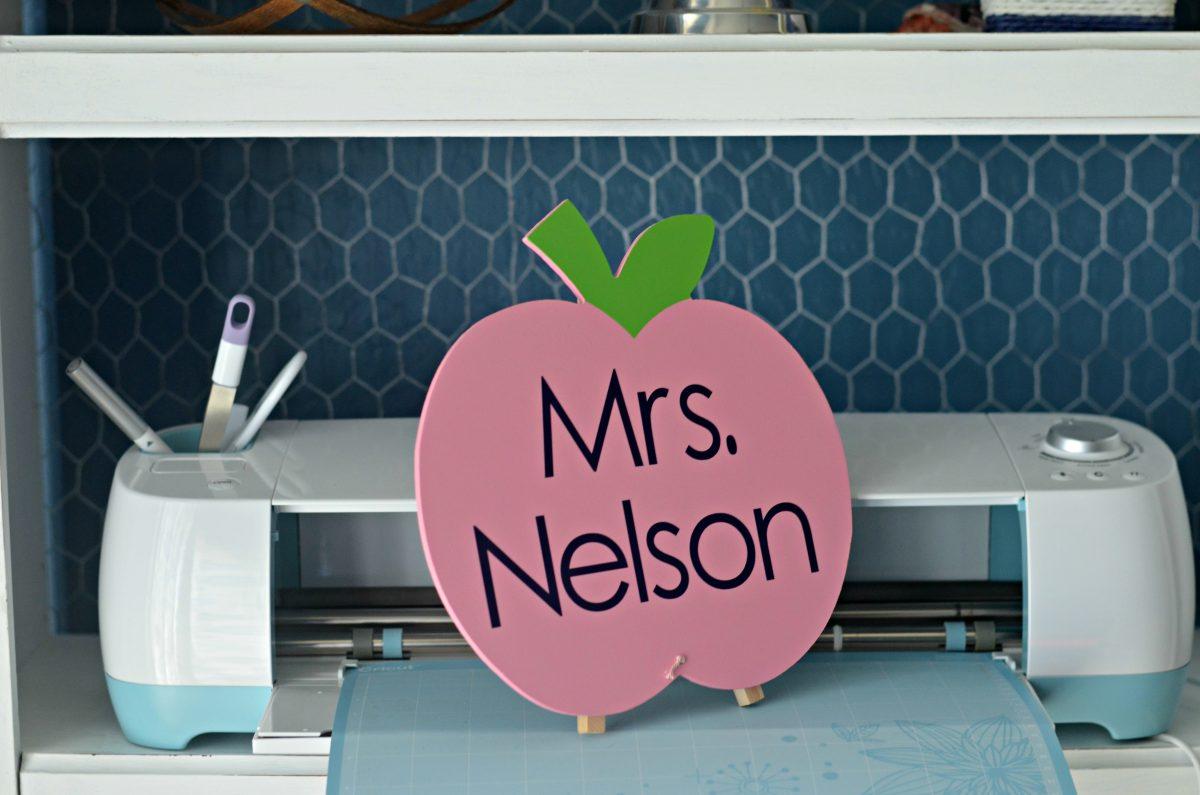 Wooden apple for teacher and Cricut machine