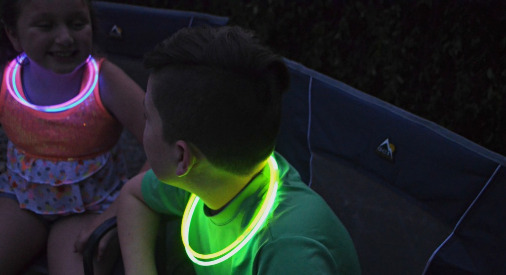 kids wearing glow stick necklaces
