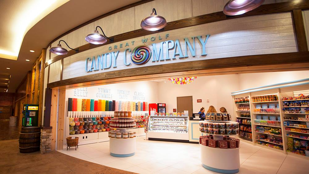 13 tips for your great wolf lodge vacation | great wolf candy company storefront