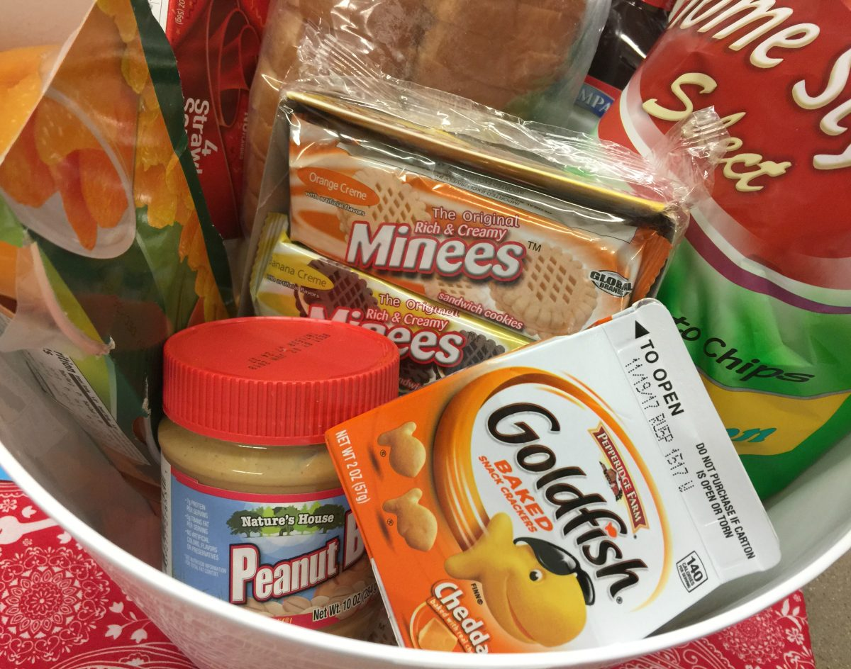 organize lunch foods in easy to find containers