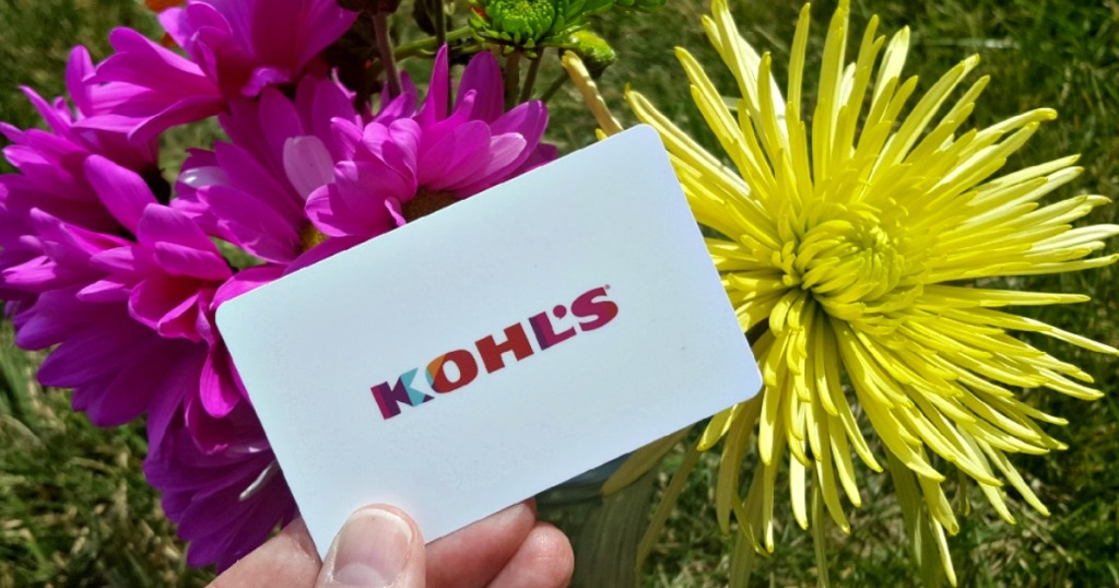 hand holding a kohl's gift card