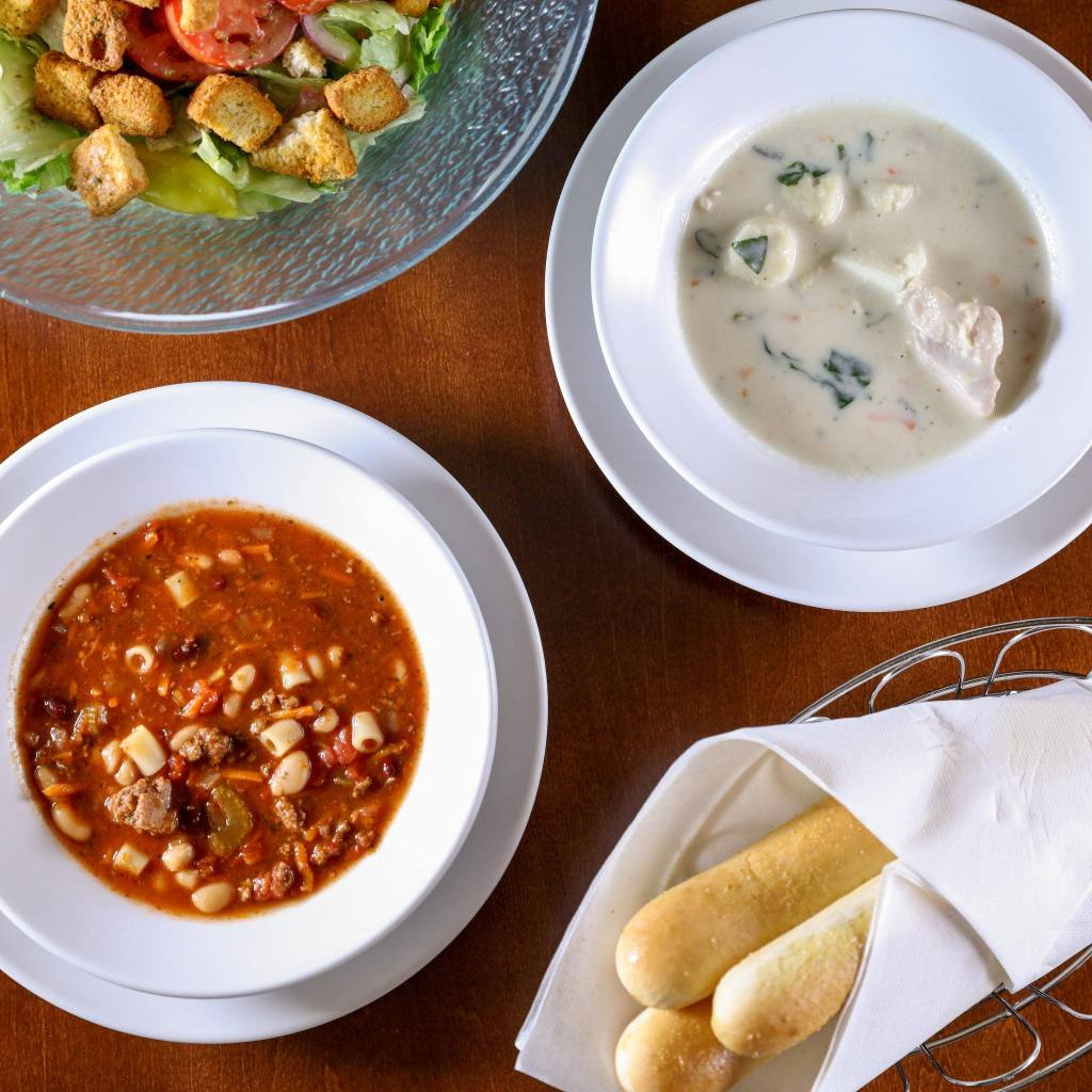 Olive Garden Lunch Only 5 94 Breadsticks Salad Or Soup And