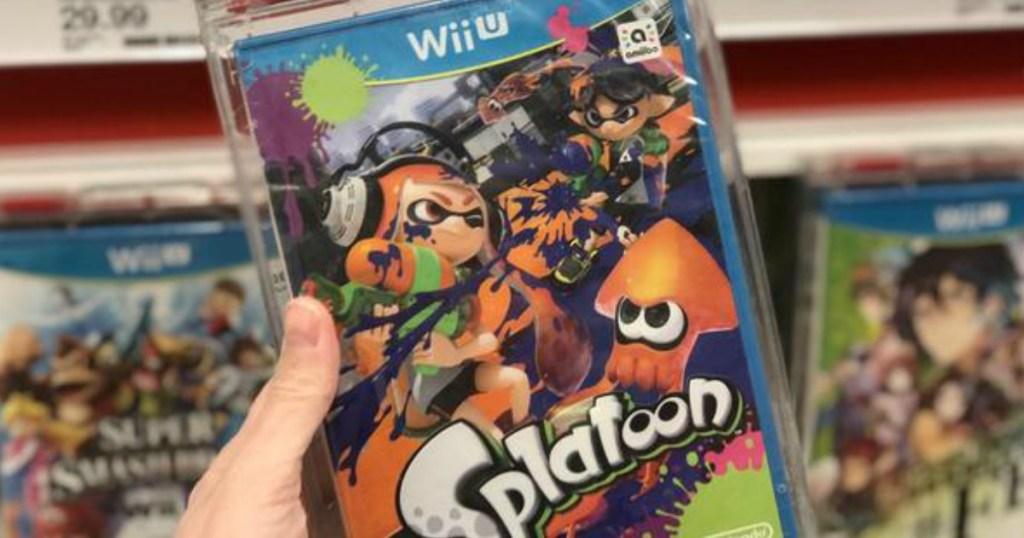 hand holding Splatoon Wii U game