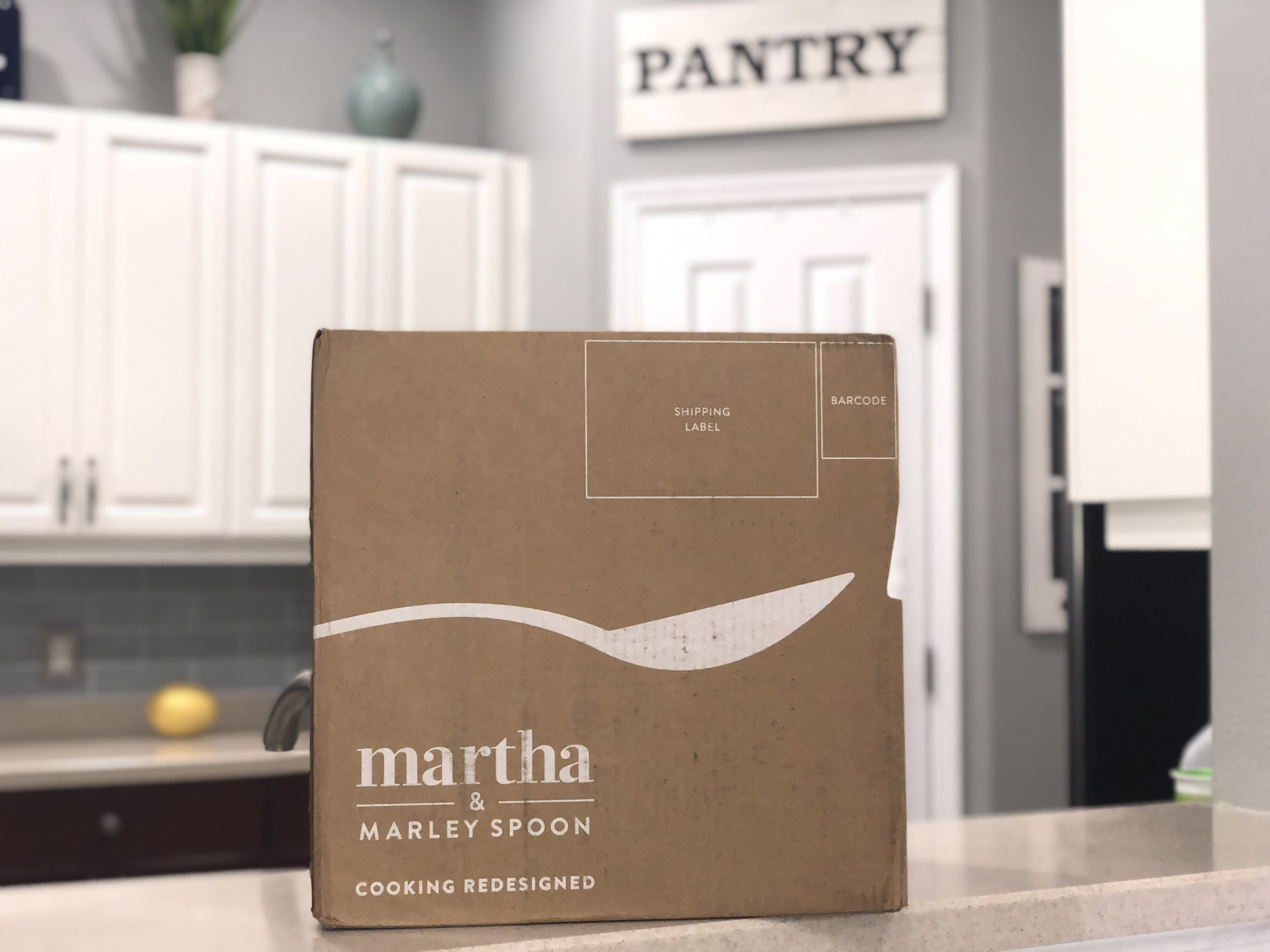 deal martha & marley spoon meals – the box on a counter