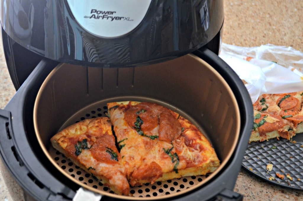 re-heating pizza in the air fryer