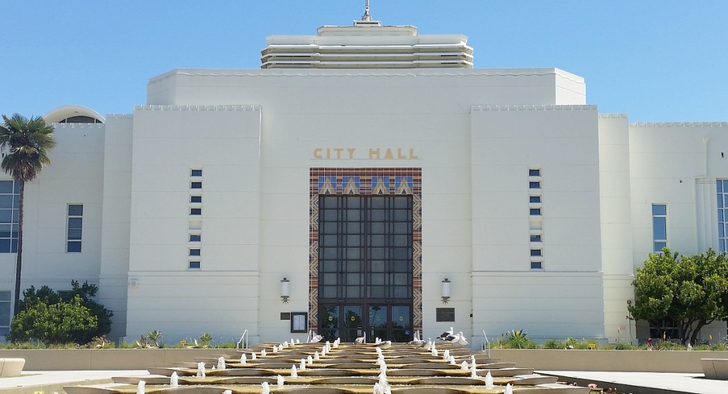 budget wedding tips - get married at city hall hip2save