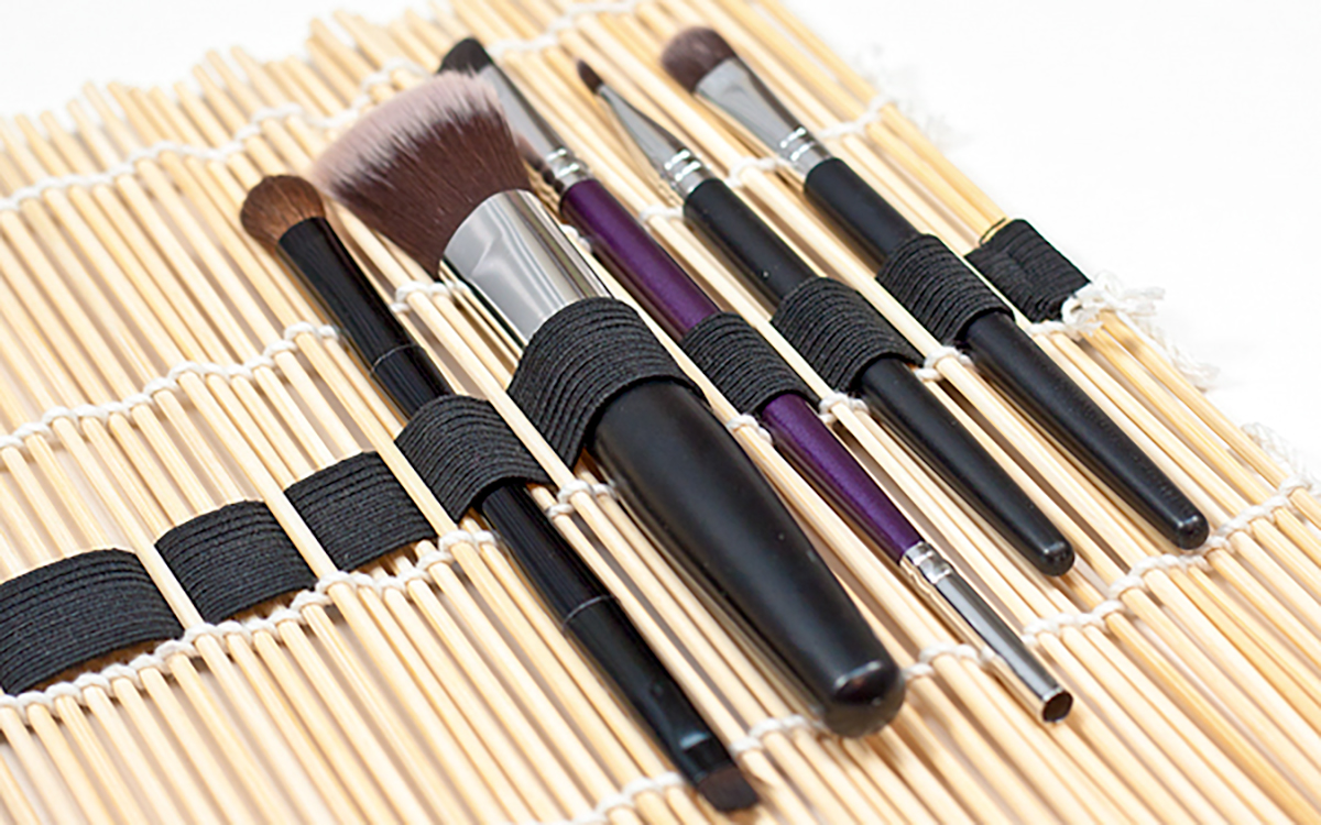 makeup storage hacks sushi bamboo mat with elastic can transform to a roll up brush case hip2save