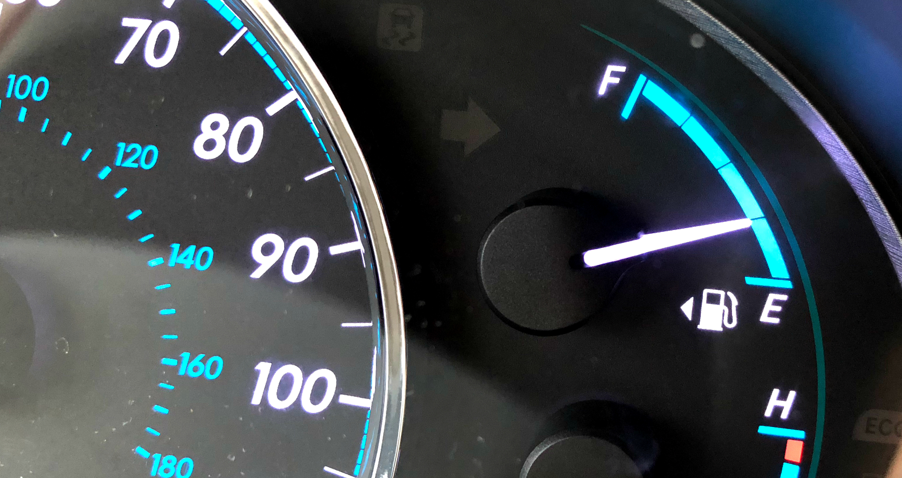 simple tips to save money on gas – fuel gauge