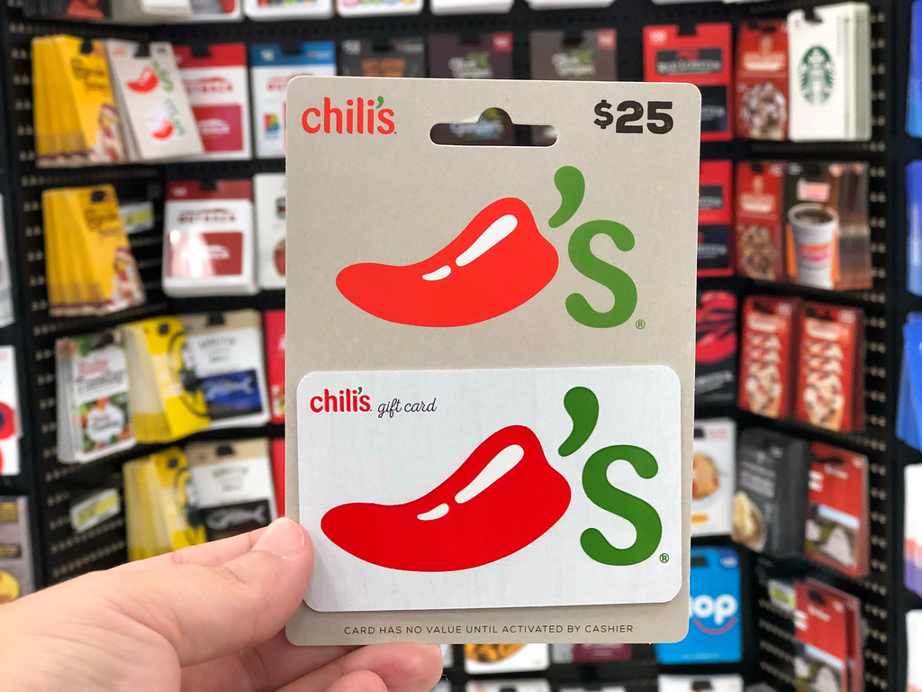 hand holding chili's gift card
