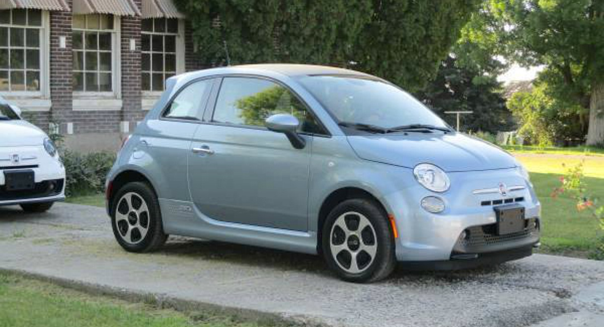 we love deals and best splurges — like this fiat 500e