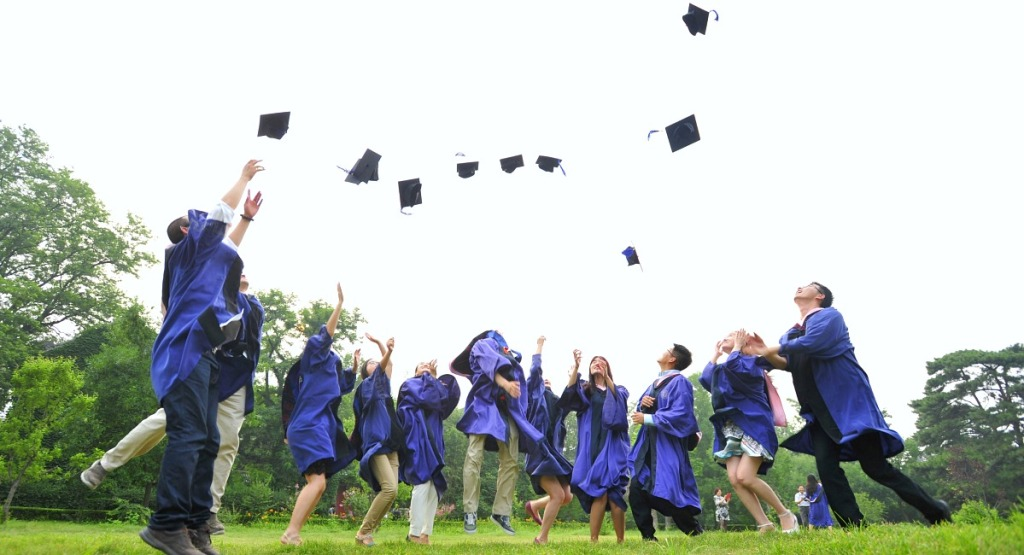 graduation party tips - combine party with another graduate