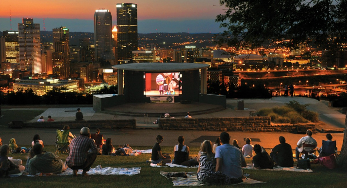 free summer activities for kids — outdoor movies