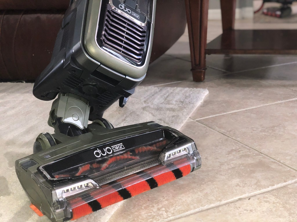 Shark APEX DuoClean vacuum review – roller brush closeup