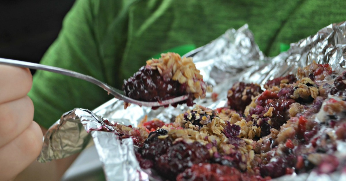 berry crisp packets for grilling or camping – a closeup of the final product