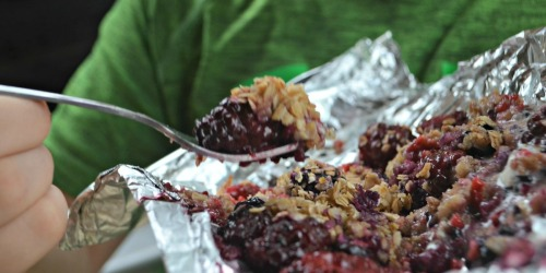 These Berry Crisp Foil Packets are Great for Grilling and Camping