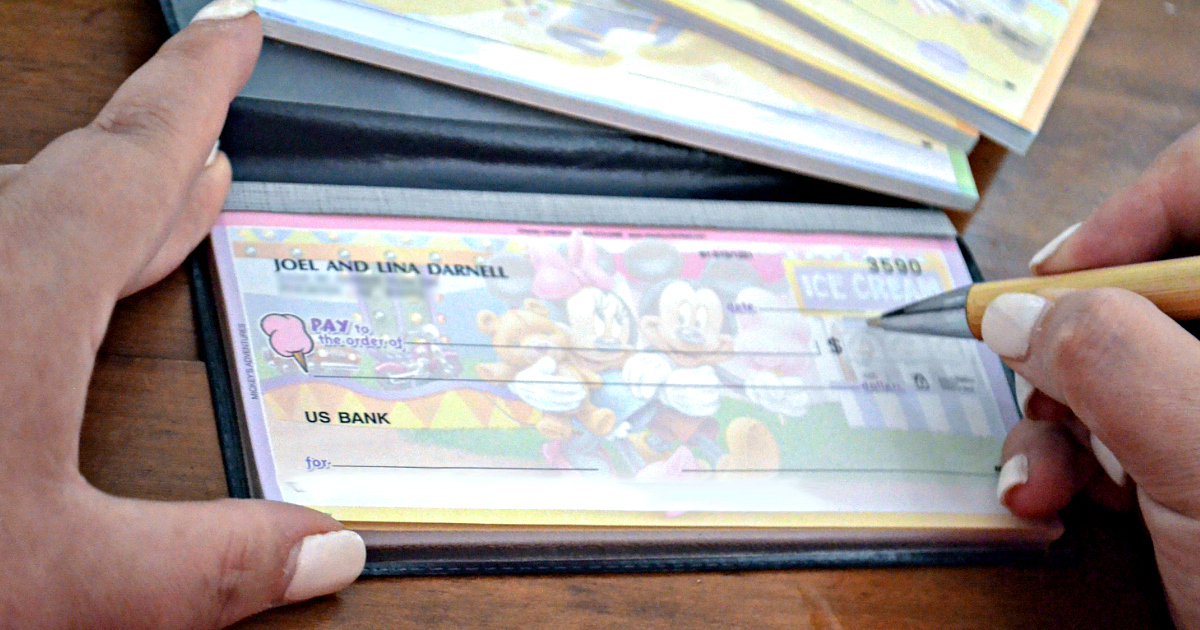 Checks unlimited custom checks deal - Disney design with Mickey and Minnie Mouse