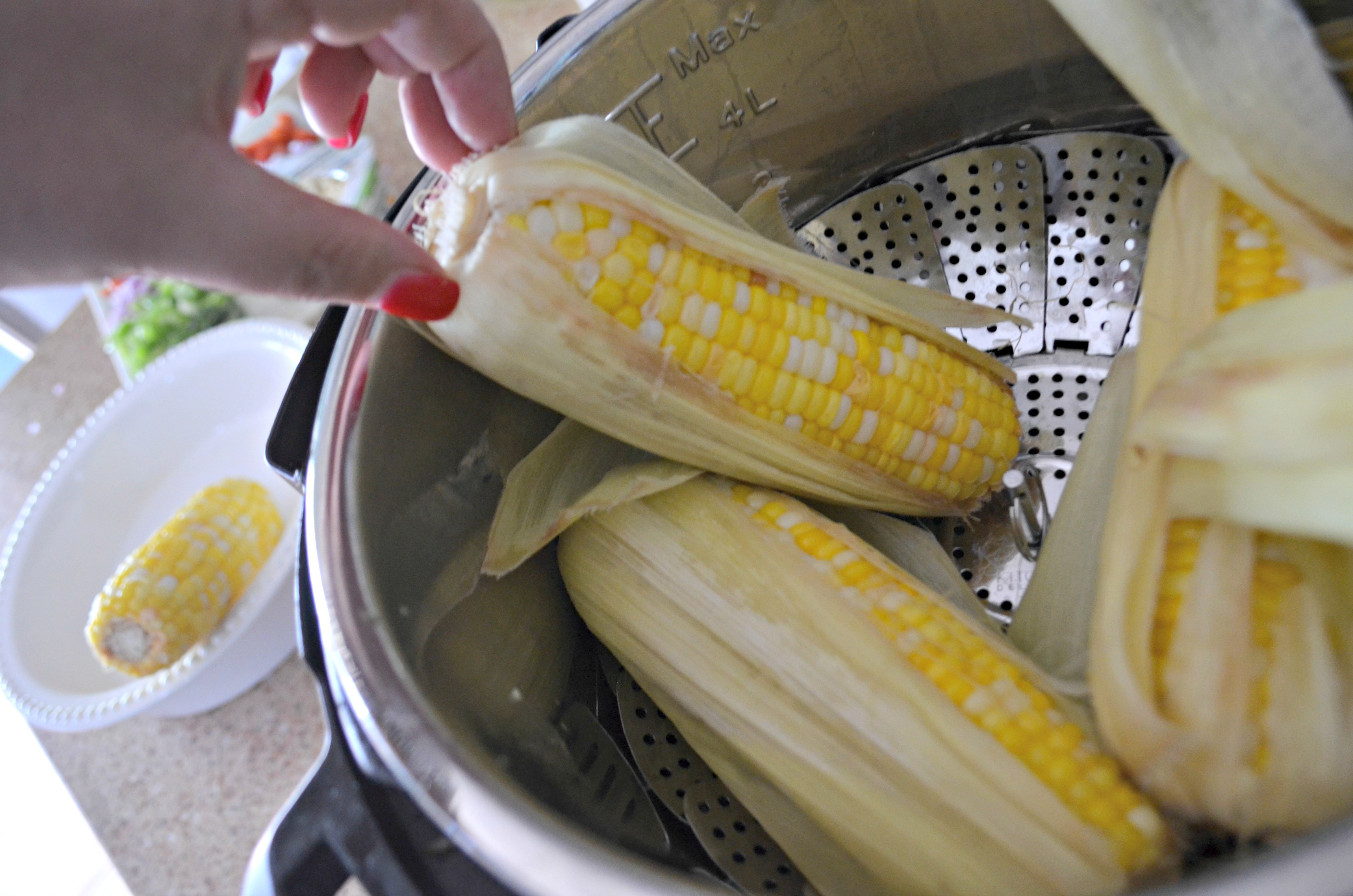 Easy Fresh Summer Corn Salad – corn cobs ready for prep