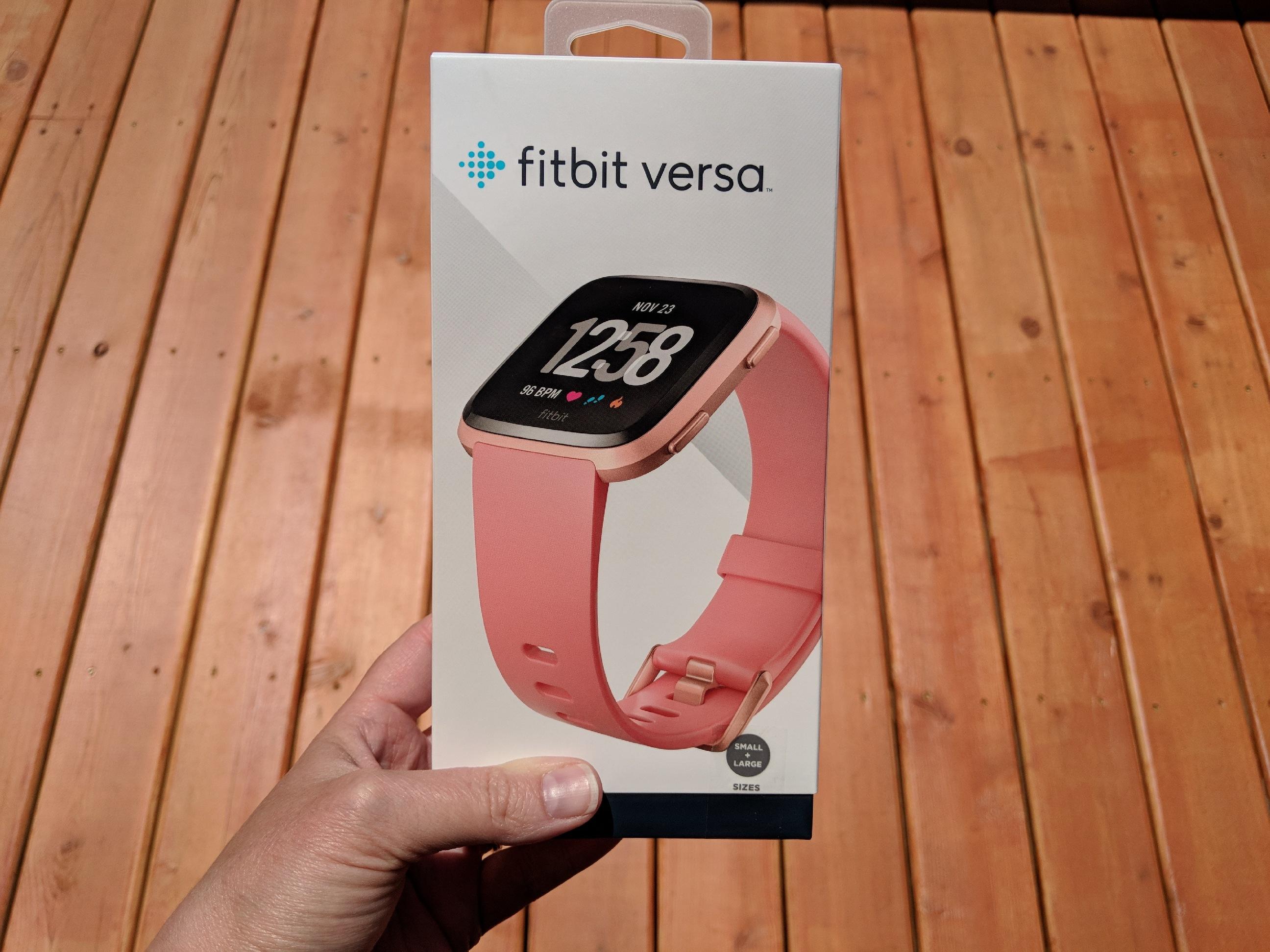 apple watch or fitbit versa? - Fitbit versa box