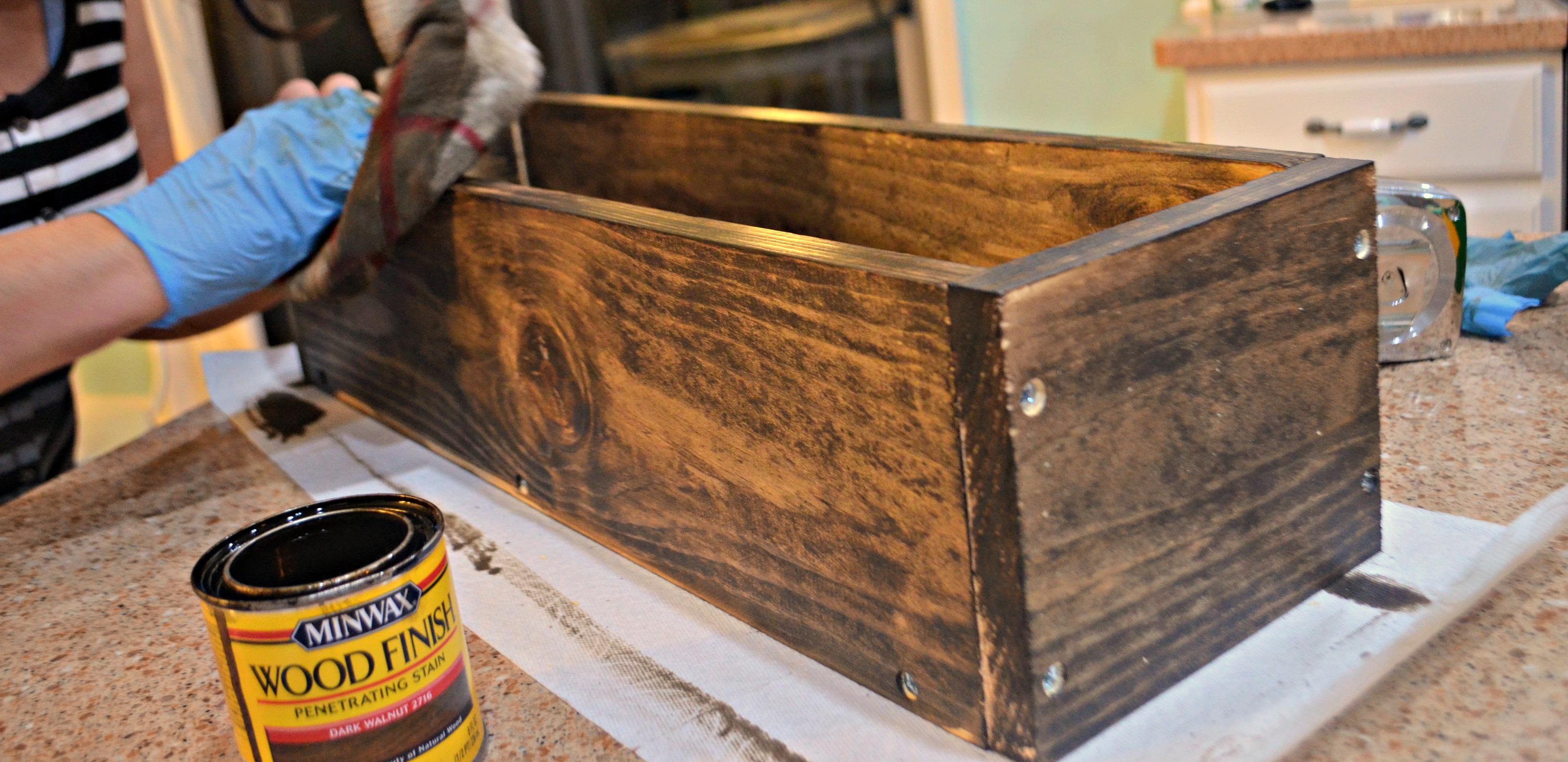 diy rustic farmhouse wood box centerpiece – staining the box