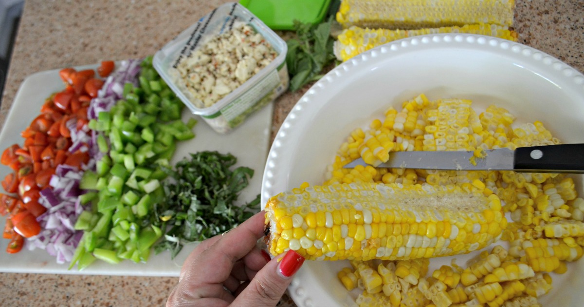 Easy Fresh Summer Corn Salad – removing corn kernels from the cob