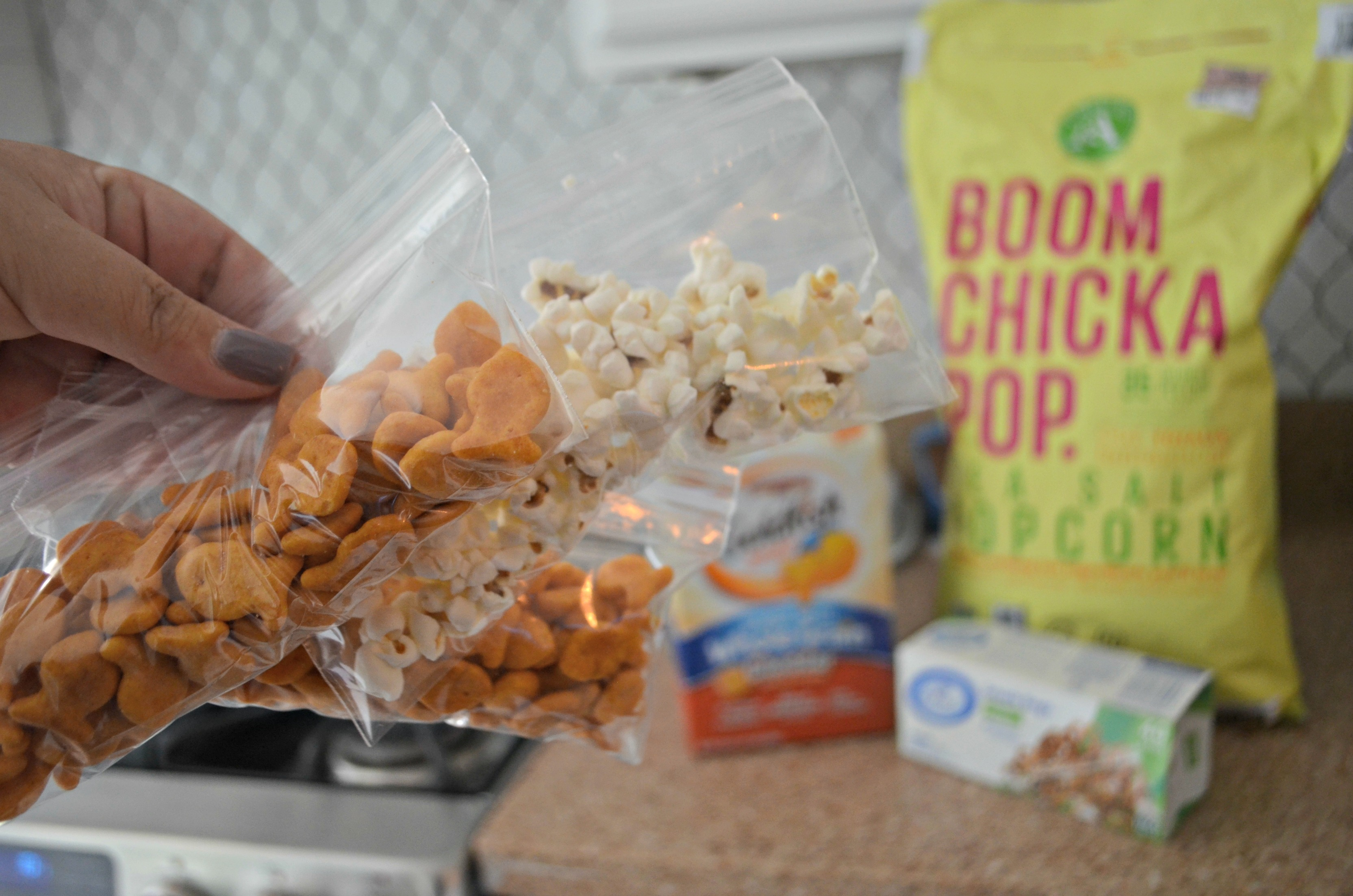 These school clever lunch box hacks are so easy – pre-package snacks into small baggies