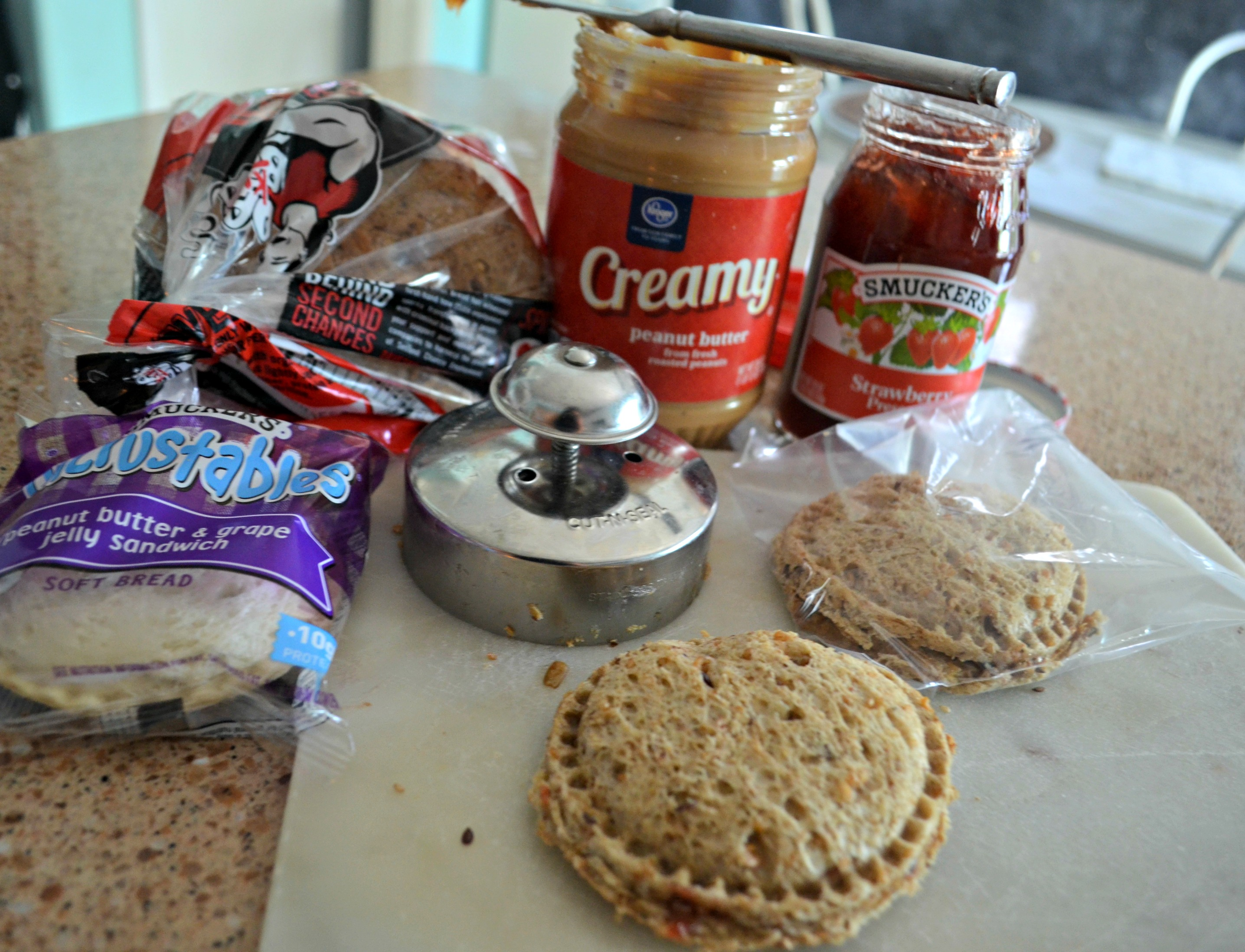 These school clever lunch box hacks are so easy – press and seal PB&J uncrustable maker and sandwich