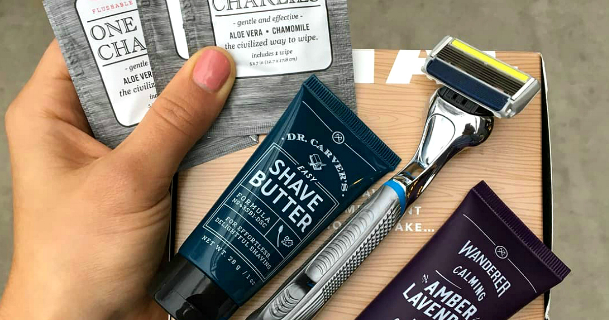dollar shave club kit deal – example of what's inside a started kit including a razor and wipes