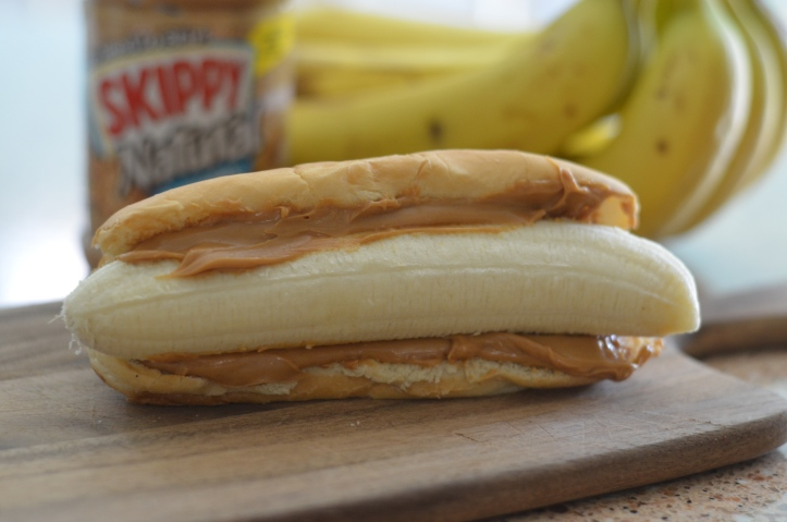 These school clever lunch box hacks are so easy – hot dog bun for a peanut butter and banana sandwich