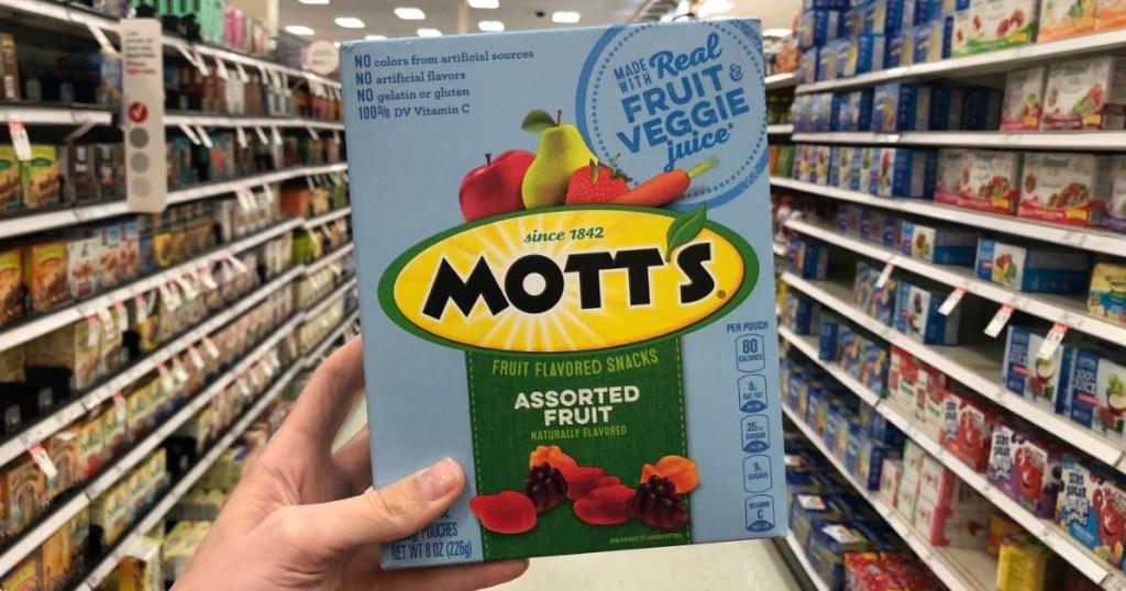 holding box of Mott's fruit snacks
