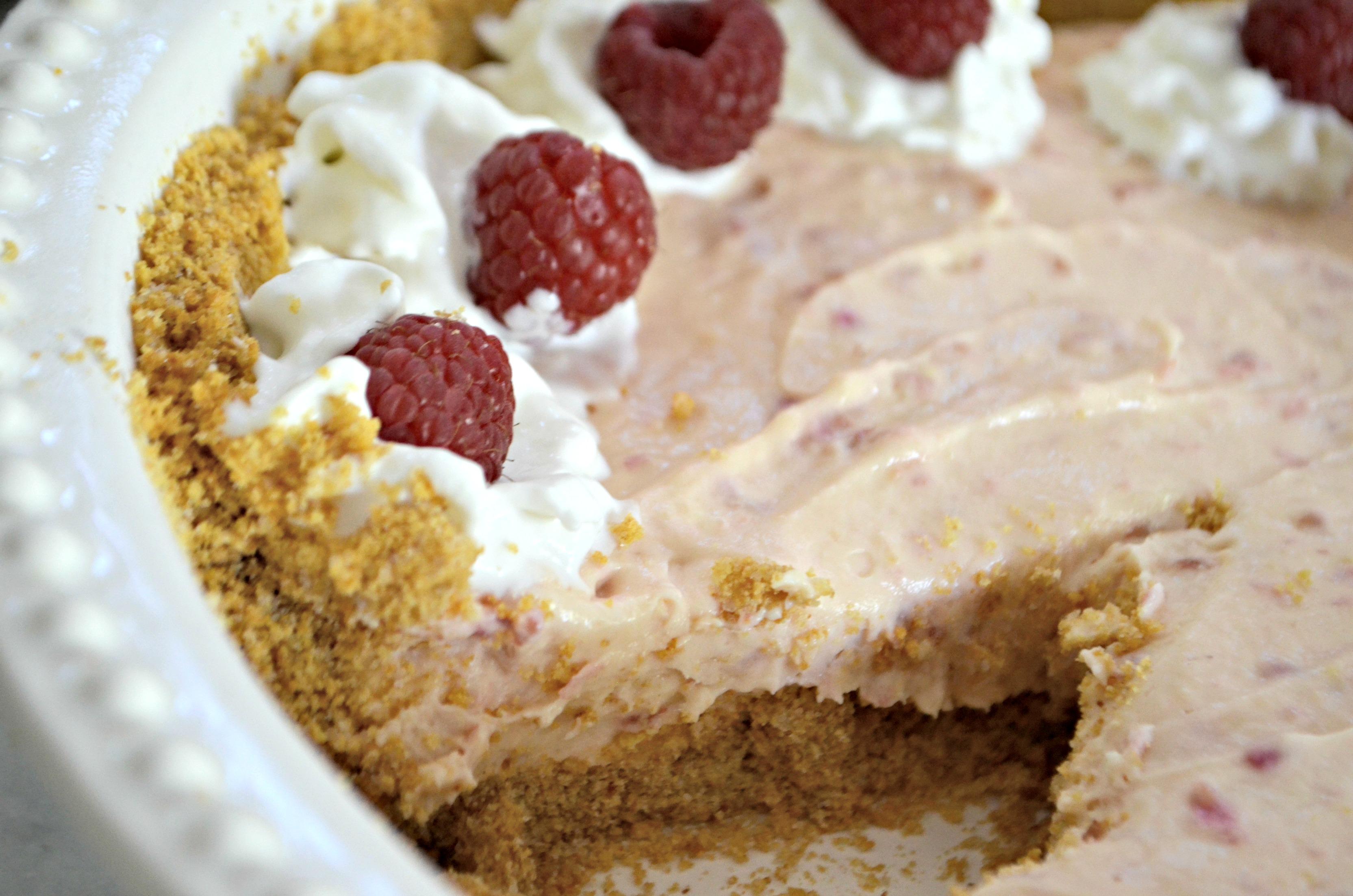 Easy Raspberry Cream Pie – Closeup of the finished pie