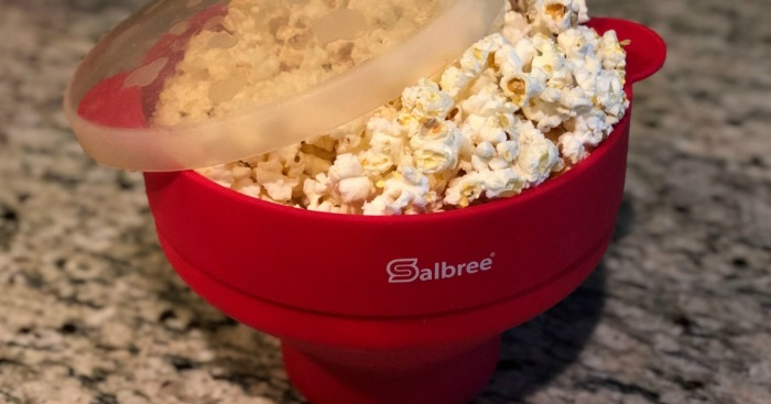 salbree silicone microwave popcorn popper review – closeup of the bowl with popped popcorn