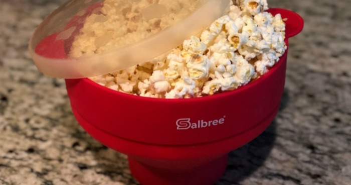 1579d963366 salbree silicone microwave popcorn popper review – closeup of the bowl with  popped popcorn