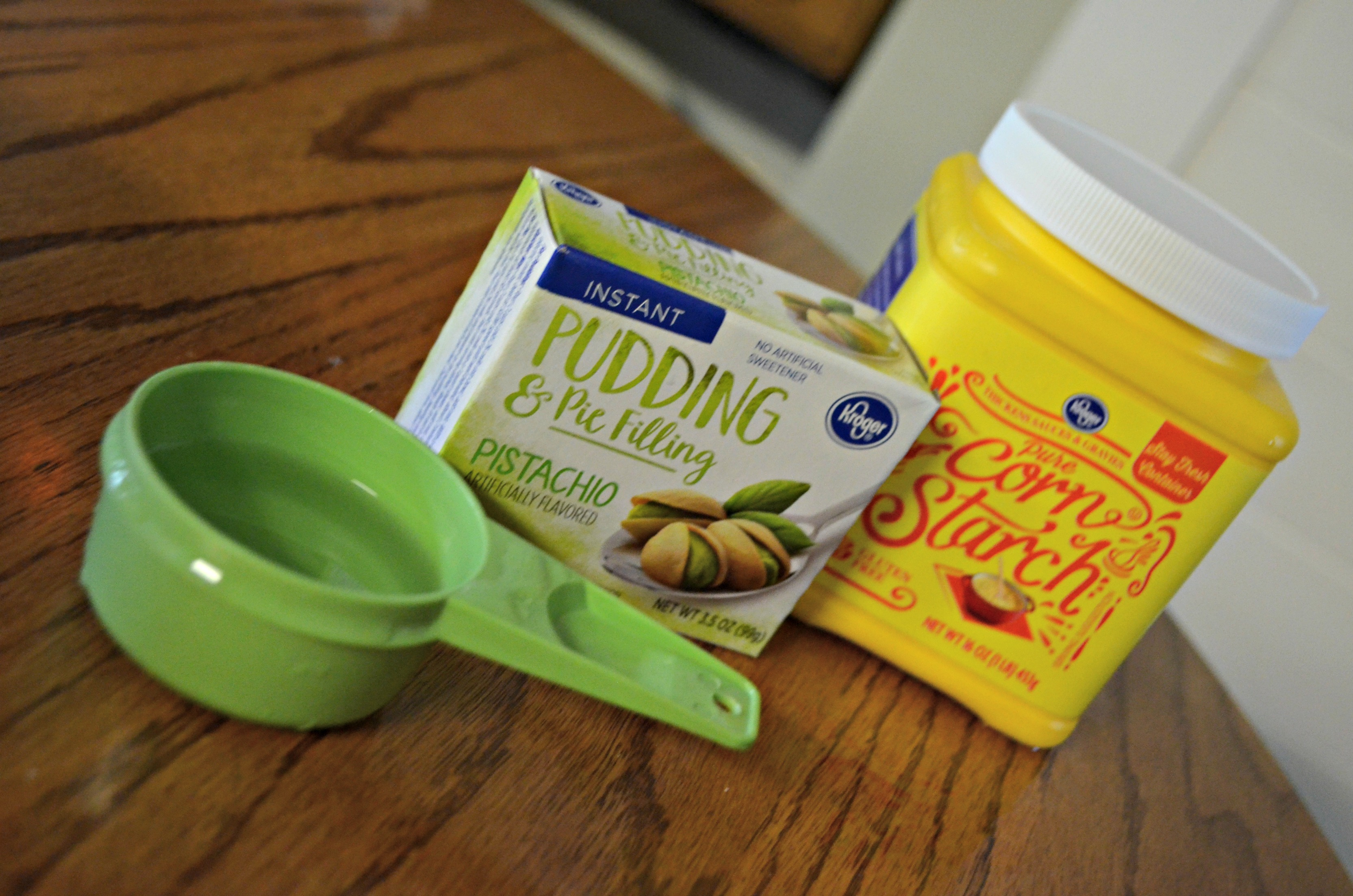 DIY play dough Pudding Slime – pudding mix, cornstarch, and a measuring cup